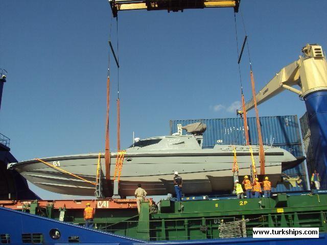 بالصور مصر تتسلم أول قارب MRTP - 20 الى القوات البحرية المصرية 135zg