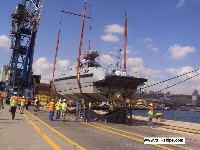 بالصور مصر تتسلم أول قارب MRTP - 20 الى القوات البحرية المصرية 1360t