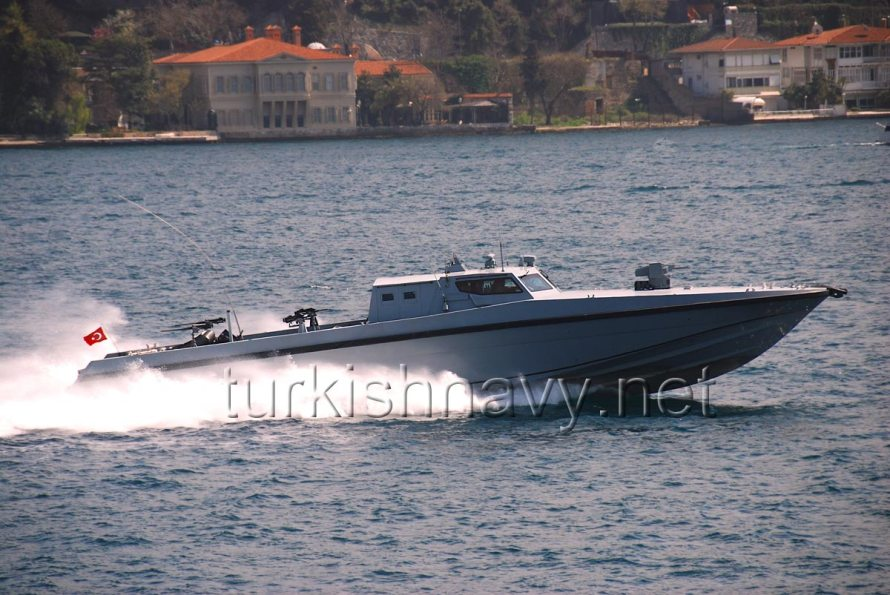Turkish Naval Special Forces's infiltration boat making a dash through Bosphorus.