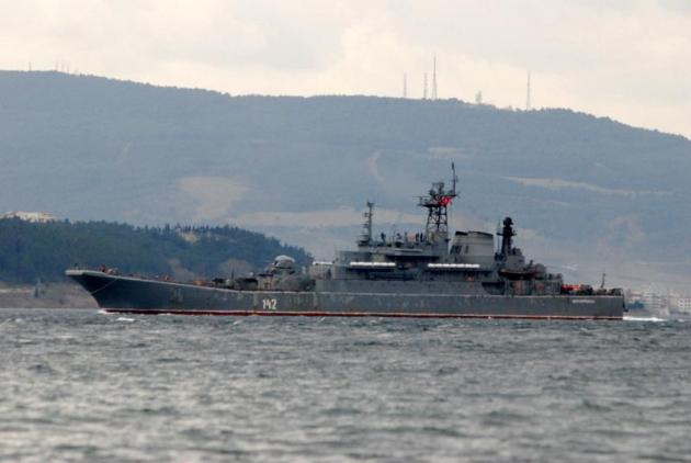 The Ropucha class landing ship Novocharessak passing through the Dardanelles. Photo: Ahmet Güven.