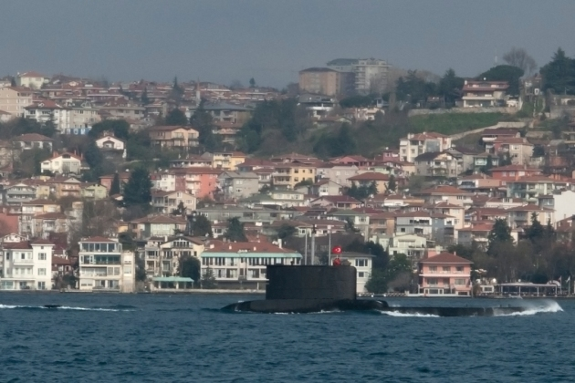A Turkish 209 Type 1200 class submarine heading to Black Sea.