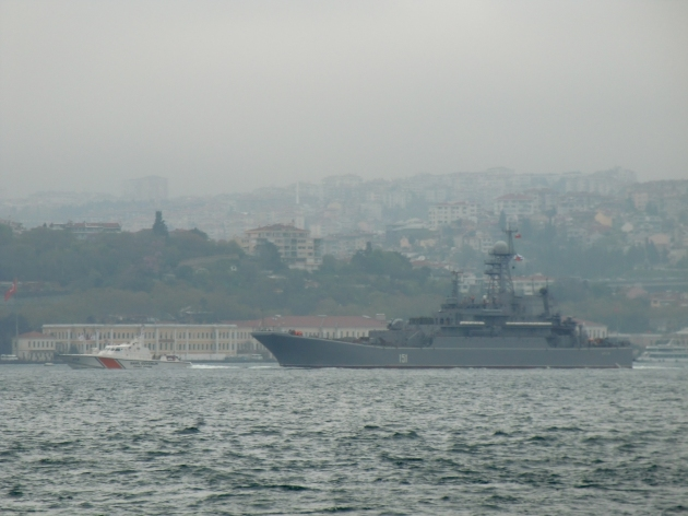 Russian landing Ship Azov passing through the Bosphorus. Photo: Gökalp Kunt.