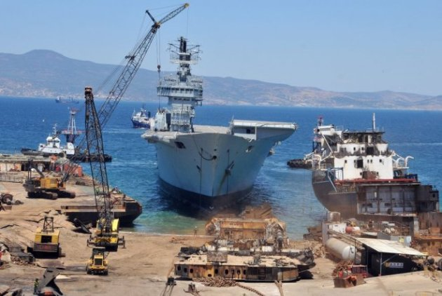 HMS Ark Royal in arriving her final destination in Aliağa. Photo: haberciniz.biz