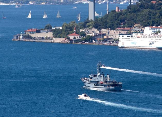 The Polish Navy warship Wodnik passing through the Bosphorus. Photo: Kerim Bozkurt. Used with permission.