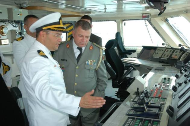The commander of TCG Heybeliada Commander Kuşçu showing his ship to the Albanian Chief of General Staff