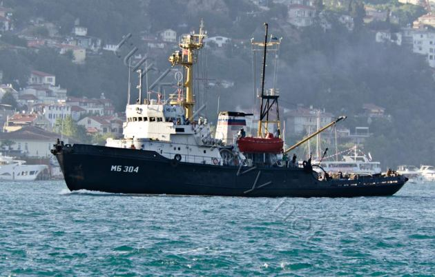 The Russian tug MB-304, passing through the Bosphorus.