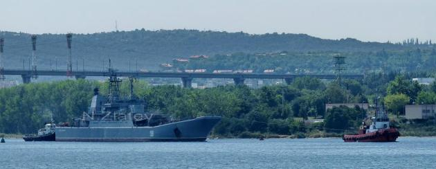 Tsezar Kunikov, arriving in Varna. Photo Nikolay Zlatev. Used with permission.