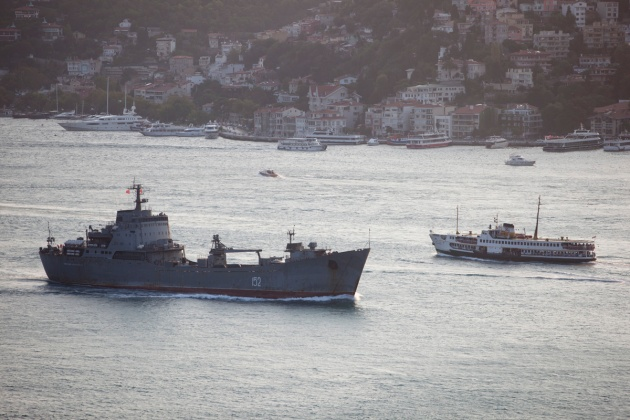 Russian Alligator class landing ship 152 Nikolay Filchenkov, passing through the Bosphorus on her way back to Sevastopol. Photo: Kerim Bozkurt. Used with permission.