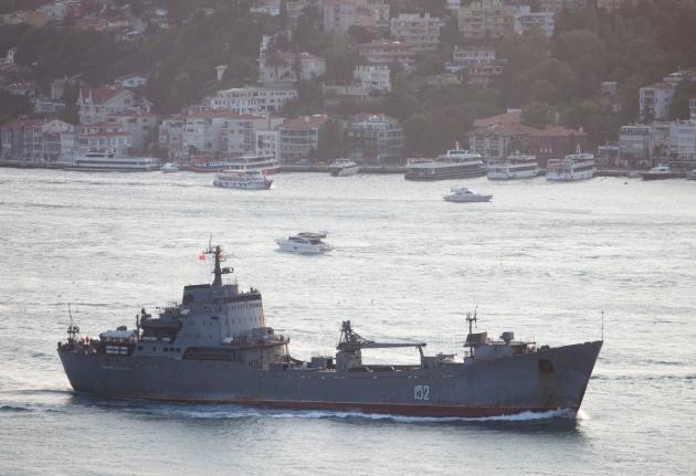 Russian Alligator class landing ship 152 Nikolay Filchenkov, passing through the Bosphorus on her way back to Sevastopol. Photo: Kerim Bozkurt. Used with permission.