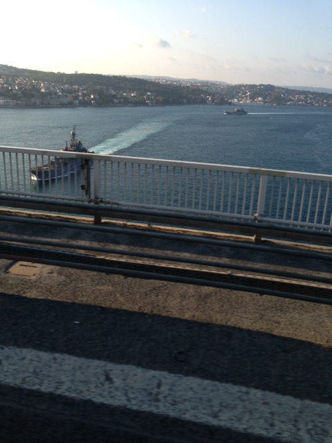 Two Russian landing ships passing through Bosphorus. Photo: kerim Bozkurt.