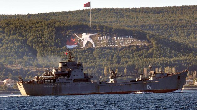 The Russian landing ship passing through Dardanelles . Photo: aksam.com