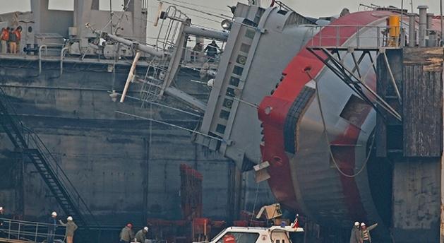 TCG Değirmendere capsized in the floating dry dock. Photo: TRTHaber.