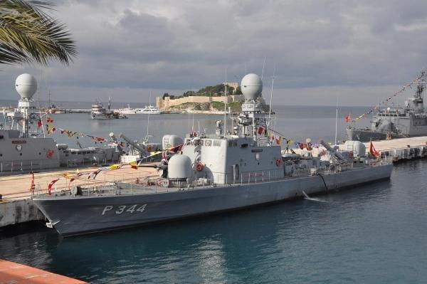 askeri-gemiler-kusadasinda-DHA-58c5e8707113926f0ae3ffeac8c098c4-2-t