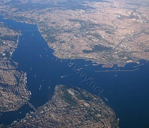 The Southern enterance of the Bosphorus. The old city, The Golden Horn are visible at the bottom. At far left the first Bosphorus Bridge can be seen.