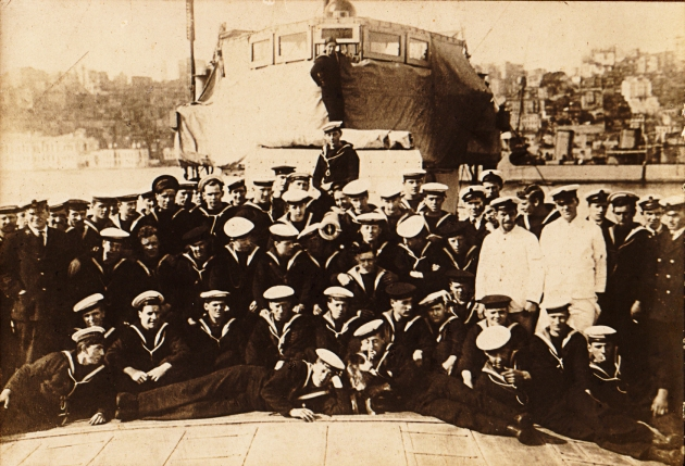 HMS_35_crew