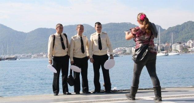 rus-donanma-askerlerinin-tatil-keyfi-639028-664x354