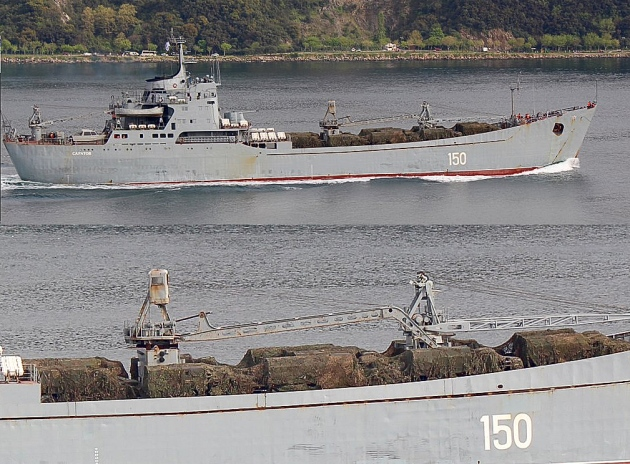 Russian landing ship Saratov, loaded with trucks is heading to Syria. Photo: Yörük Işık.