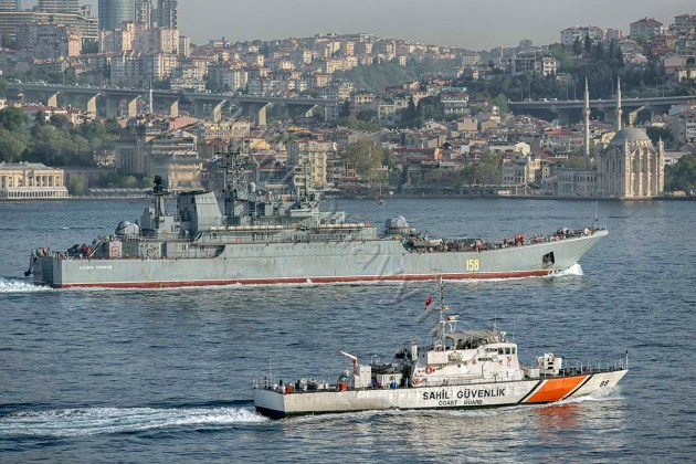 Russian landing ship Tsezar Kunikov returning empty from her Syrian deployment. Turkish coast guard and maritimie xsection of Istanbul Police Department is escortnig her as they do to all Russian ships recently.