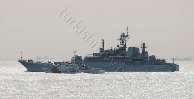 Russian landing ship Tsezar Kunikov and her escort TCSG-93 making a southbound passage through Istanbul.