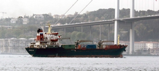 Russian auxiliary cargo ship Vologda-50 making a southbound passge through Istanbul. Photo: Yörük Işık.
